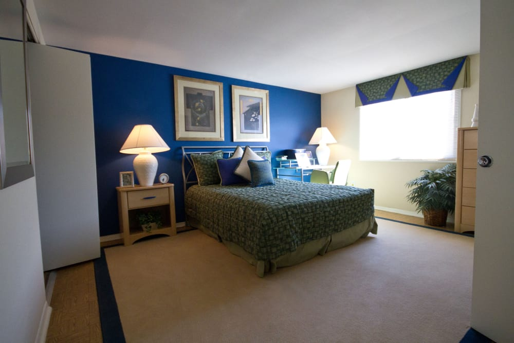 Winston Apartments offers a beautiful bedroom in Baltimore, Maryland