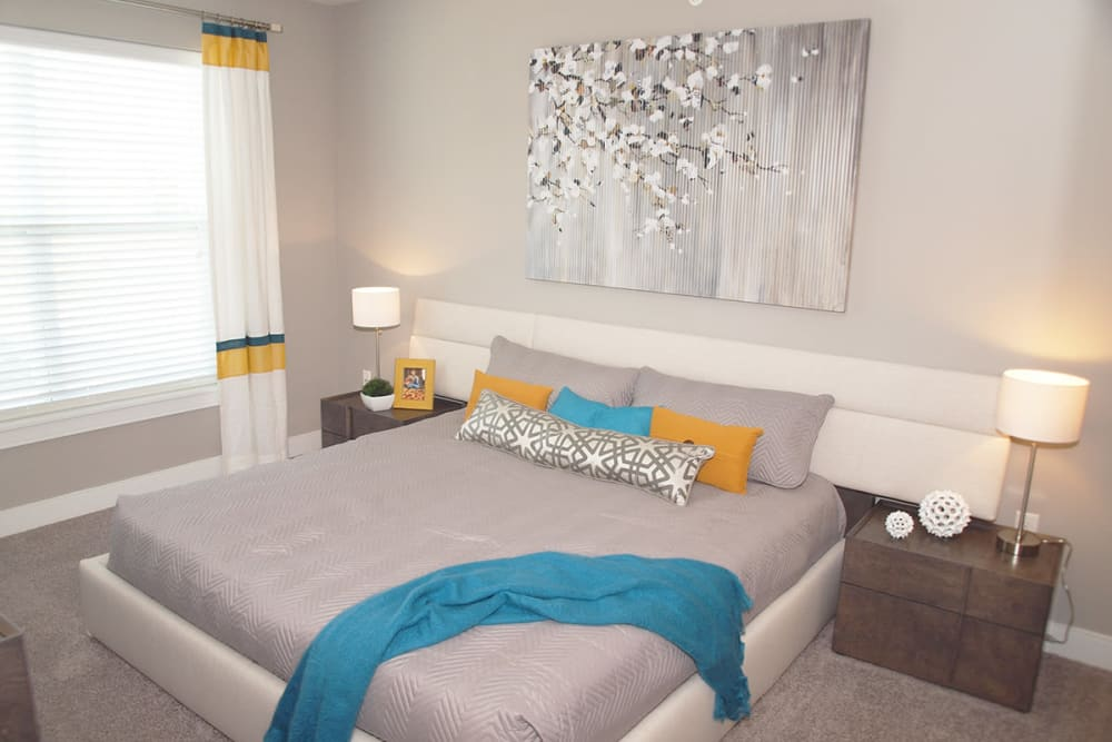 Element Oakwood offers a spacious bedroom in Dayton, Ohio