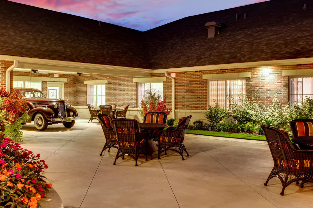 outdoor courtyard seating