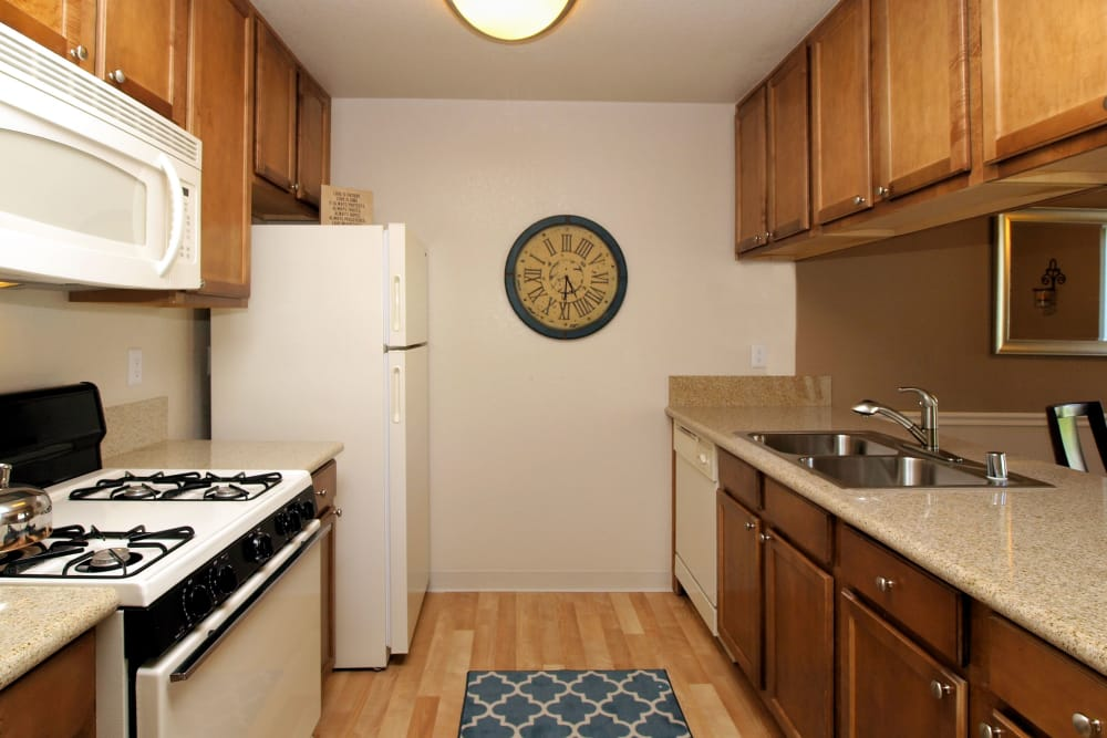 Well equiped kitchen at Deer Valley Apartment Homes in Roseville, California