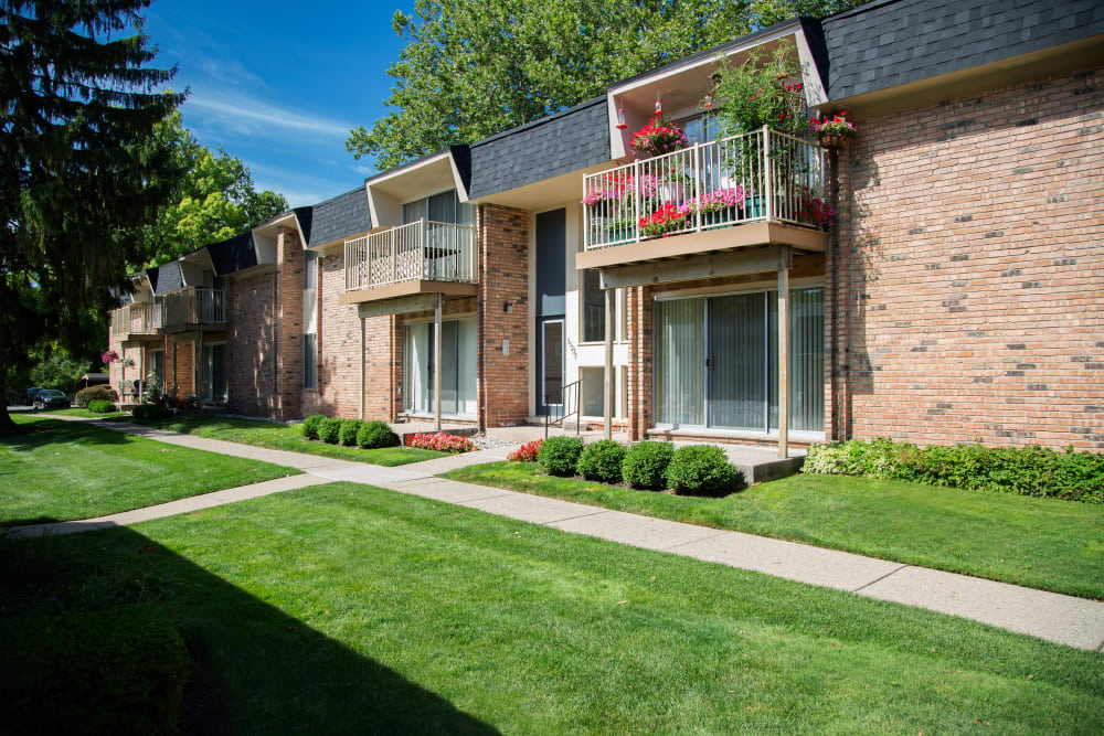 Pathways and well-maintained lawn at Kensington Manor Apartments in Farmington, Michigan