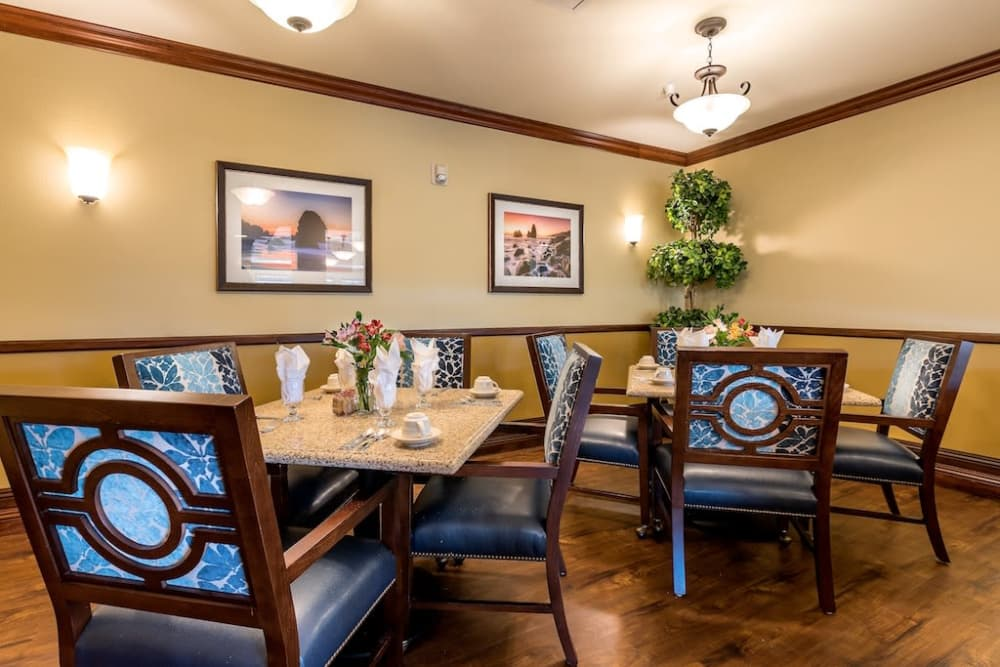 Beautiful dining room at Pacifica Senior Living Union City in Union City, California