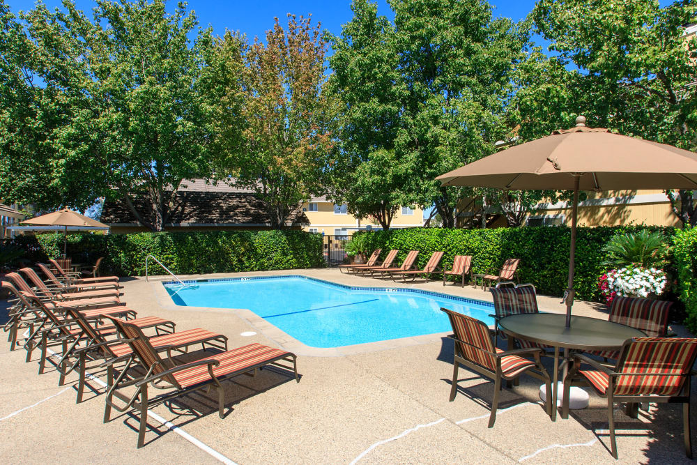 Heather Ridge offers a luxury swimming pool in Orangevale, California