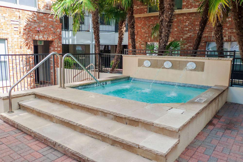 Hot Tub at 1001 Ross in Dallas, Texas