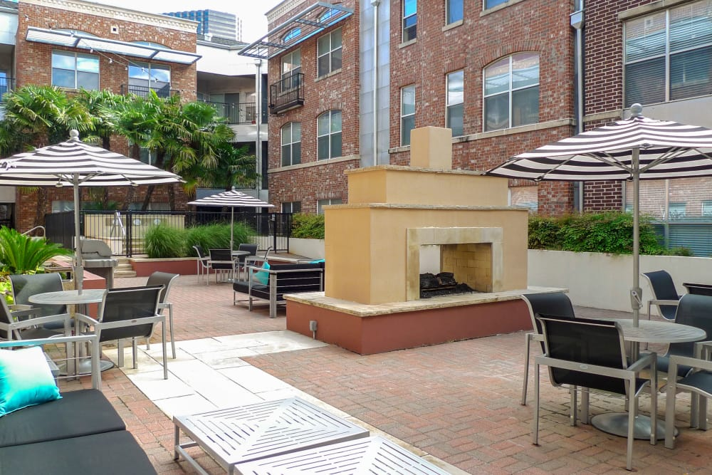 Shared Patio at 1001 Ross in Dallas, Texas