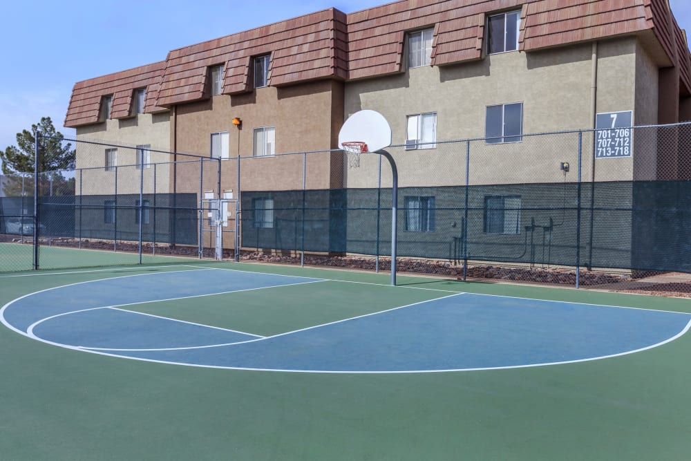 Verde Apartments offers a basketball court in Tucson, Arizona
