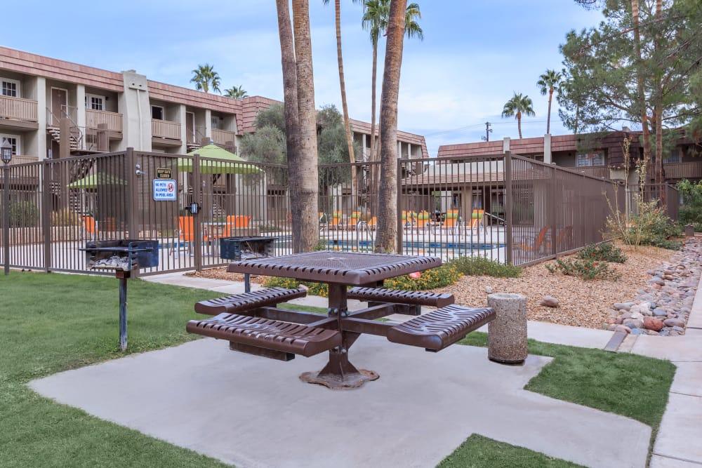 Picnic area at Verde Apartments in Tucson, Arizona
