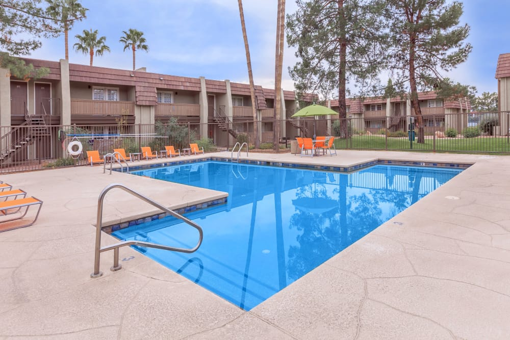 Beautiful swimming pool at Verde Apartments in Tucson, Arizona
