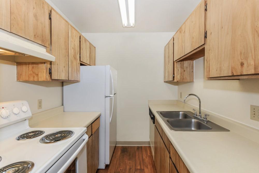 Verde Apartments offers a modern kitchen in Tucson, Arizona