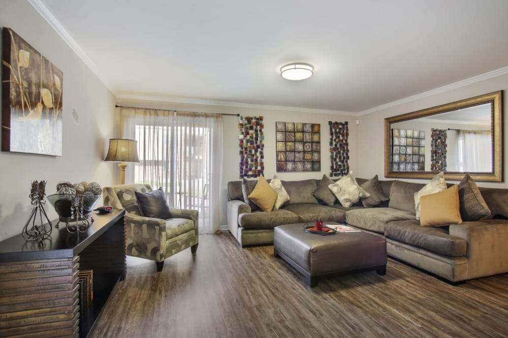 Living room at Emerald Pointe Apartment Homes