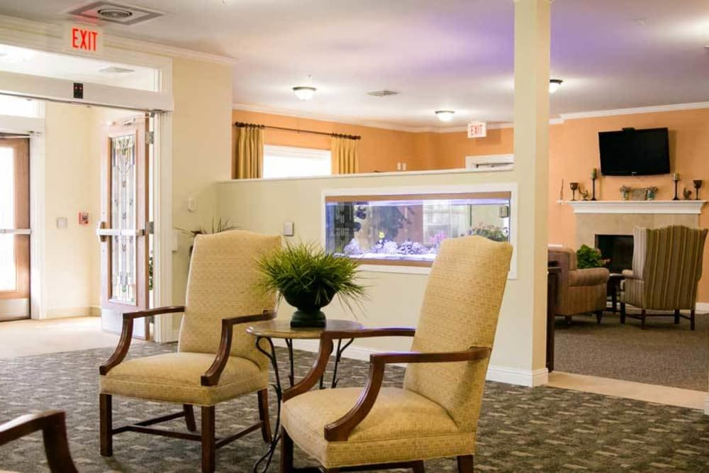 Common room with fish tank at Grace Manor Assisted Living in Nashville, Tennessee