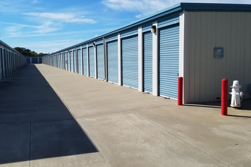 Wide driveways at Sundance Self Storage in Roseville, California