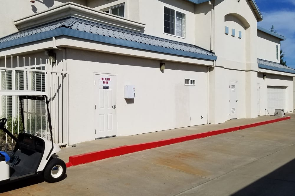 Exterior of Sundance Self Storage in Roseville, California