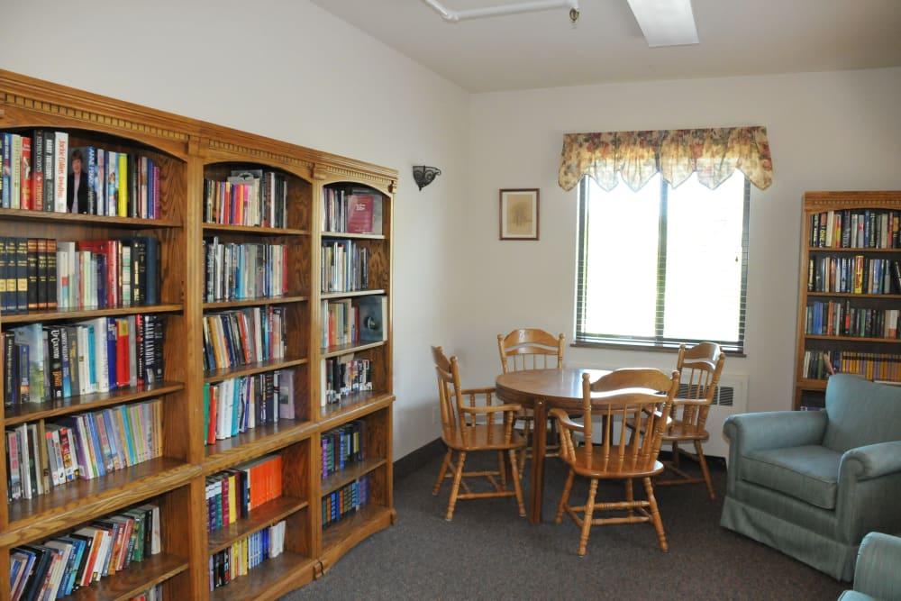 Library at The Glenn Buffalo in Buffalo, Minnesota