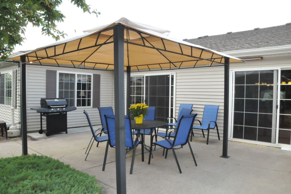 Memory care cottage patio with covered seating at The Glenn Buffalo in Buffalo, Minnesota