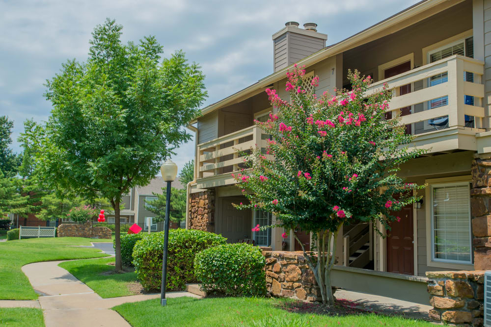 Beautifully managed landscaping outside resident buildings at Chardonnay in Tulsa, Oklahoma