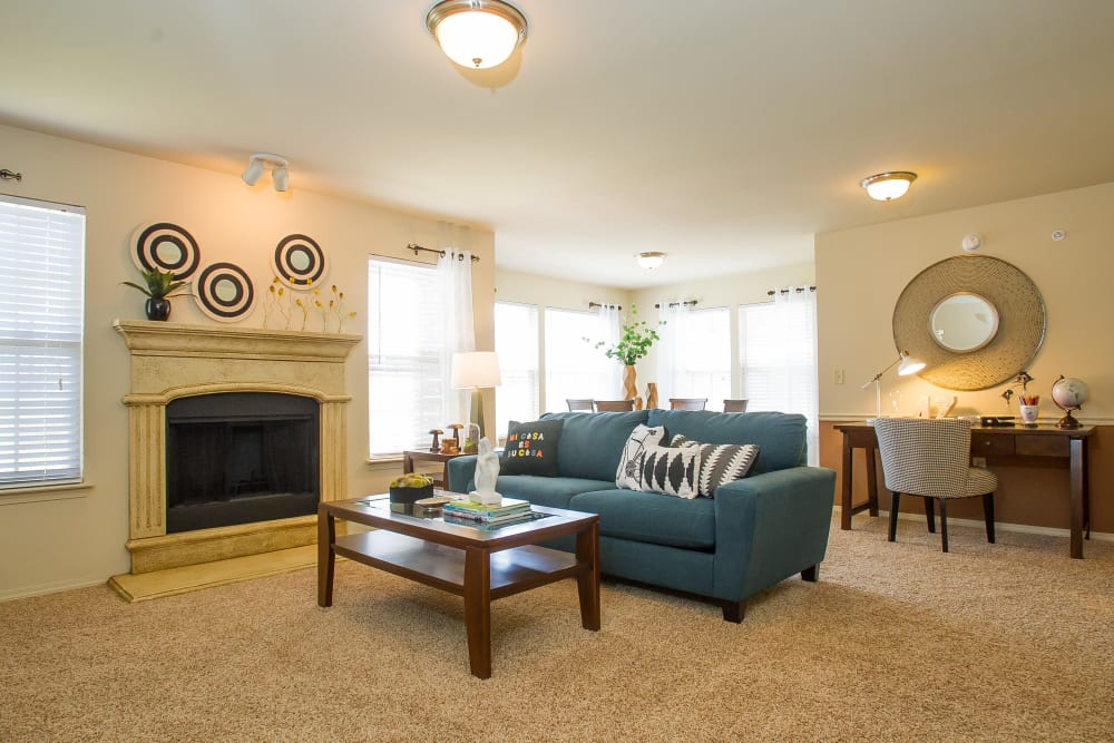 Beautiful living room at Tuscany Hills at Nickel Creek in Tulsa, Oklahoma