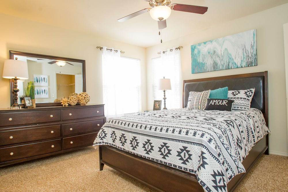 A well decorated bedroom at Tuscany Hills at Nickel Creek in Tulsa, Oklahoma