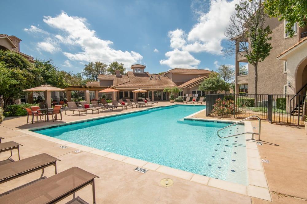 Swimming Pool at Rancho Palisades in Dallas, Texas