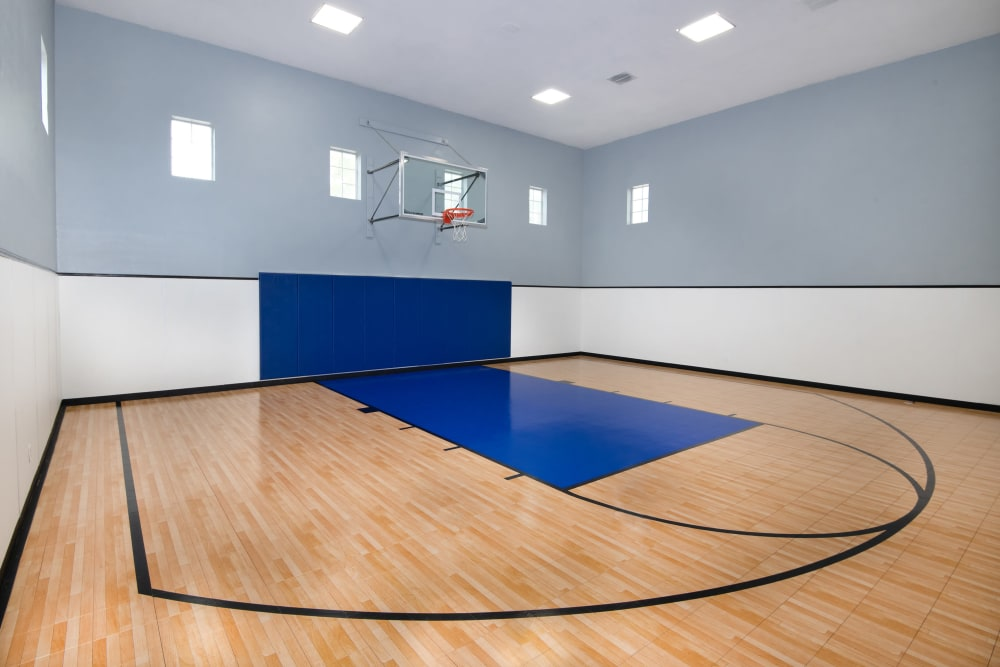 Apartments with a Basketball Court in Dallas, Texas