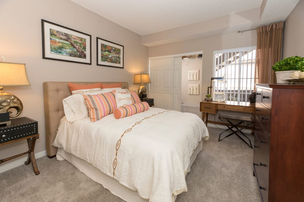 Spacious bedroom with plush carpeting at Paloma Summit Condominium Rentals in Foothill Ranch, California