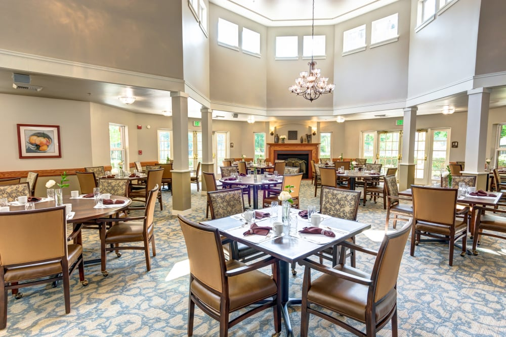 Luxurious dinning room at Bridgeport Place Assisted Living in University Place, Washington