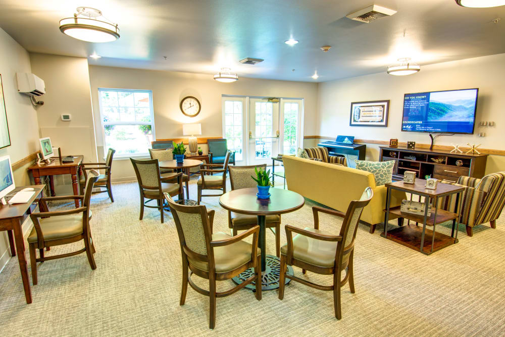 Dinning and lounging area at Bridgeport Place Assisted Living in University Place, Washington