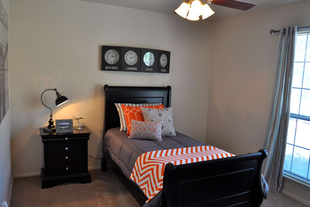 High Ridge Apartments offers spacious bedrooms in El Paso, Texas