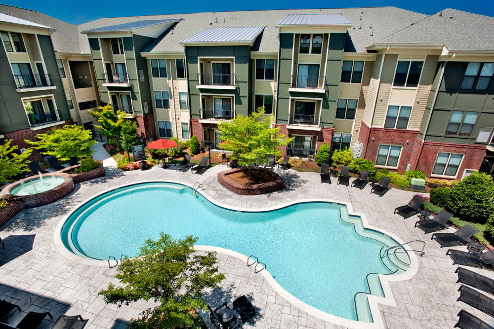 Aerial view of Perimeter Lofts swimming pool in Charlotte, North Carolina