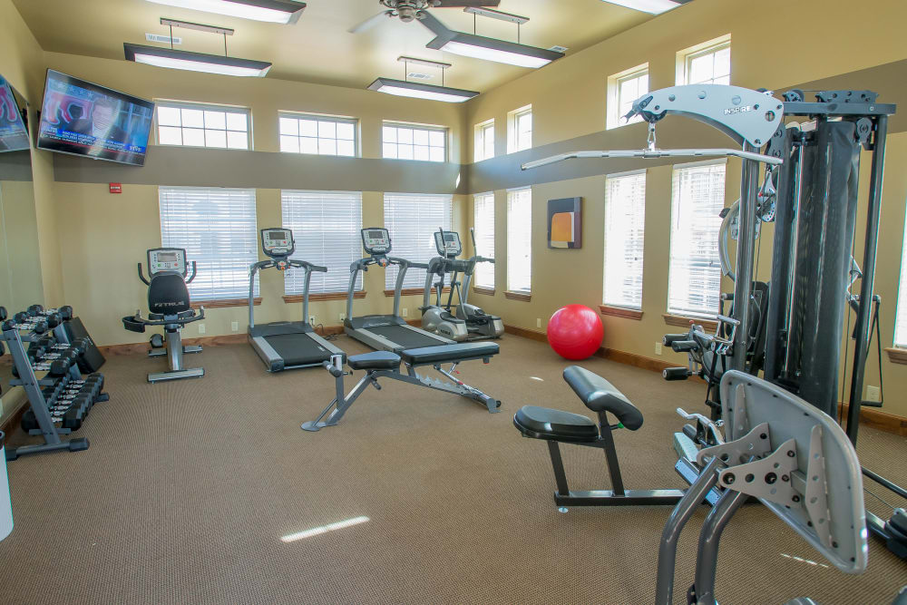 Fitness center Mission Point Apartments in Moore, Oklahoma