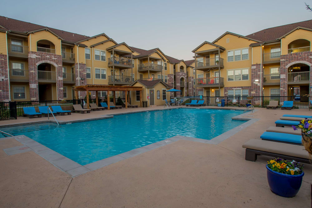 Resort-style pool Mission Point Apartments in Moore, Oklahoma