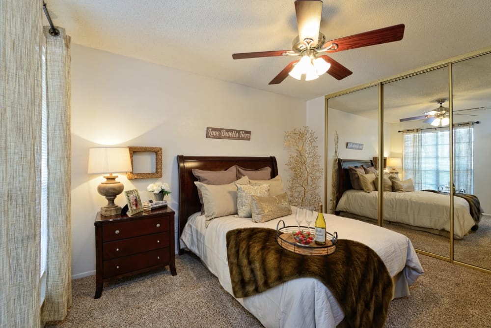 Shadow Ridge Apartments offers spacious bedrooms in El Paso, Texas