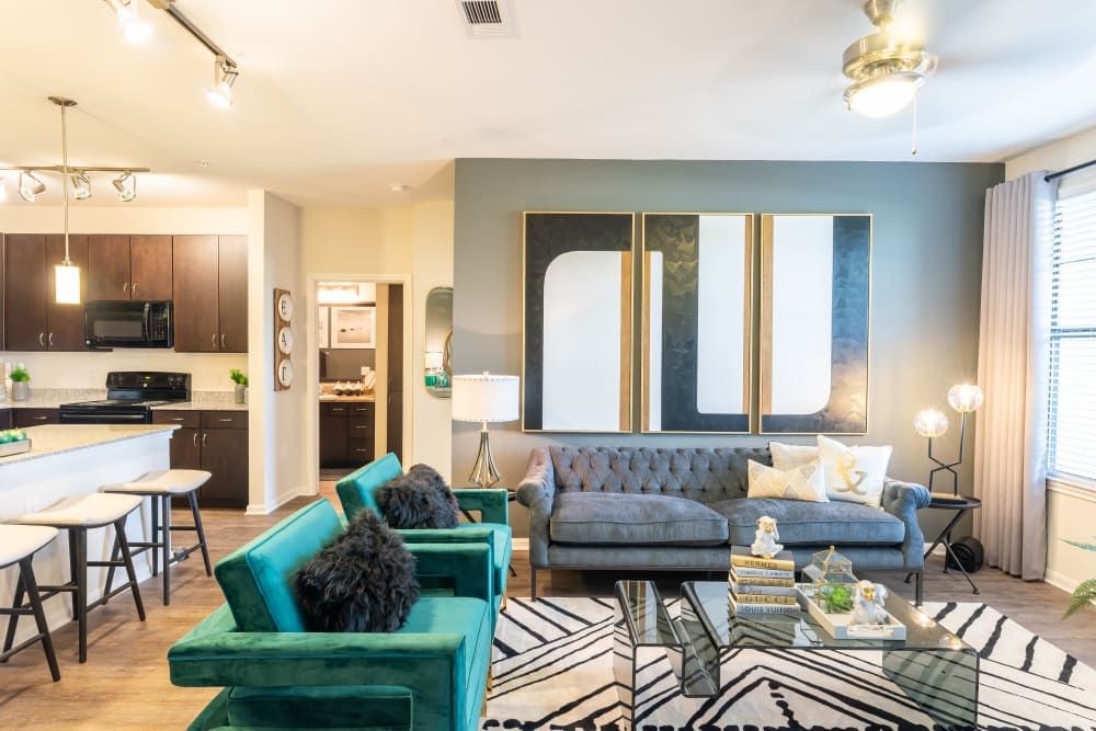 Aspire at 610 offers a spacious living room in Houston, Texas