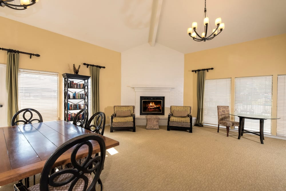 Park Ridge Apartment Homes offers a beautiful living room in Rohnert Park, California