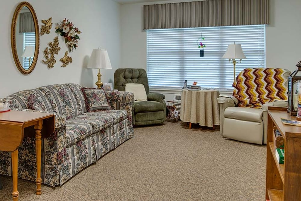 Spacious living room at Carrington Place in Pittsburg, Kansas
