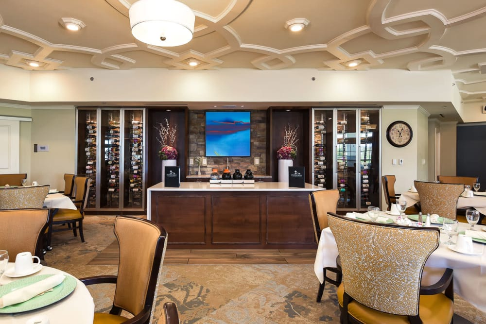 Elegant dining room at Stonecrest at Burlington Creek in Kansas City