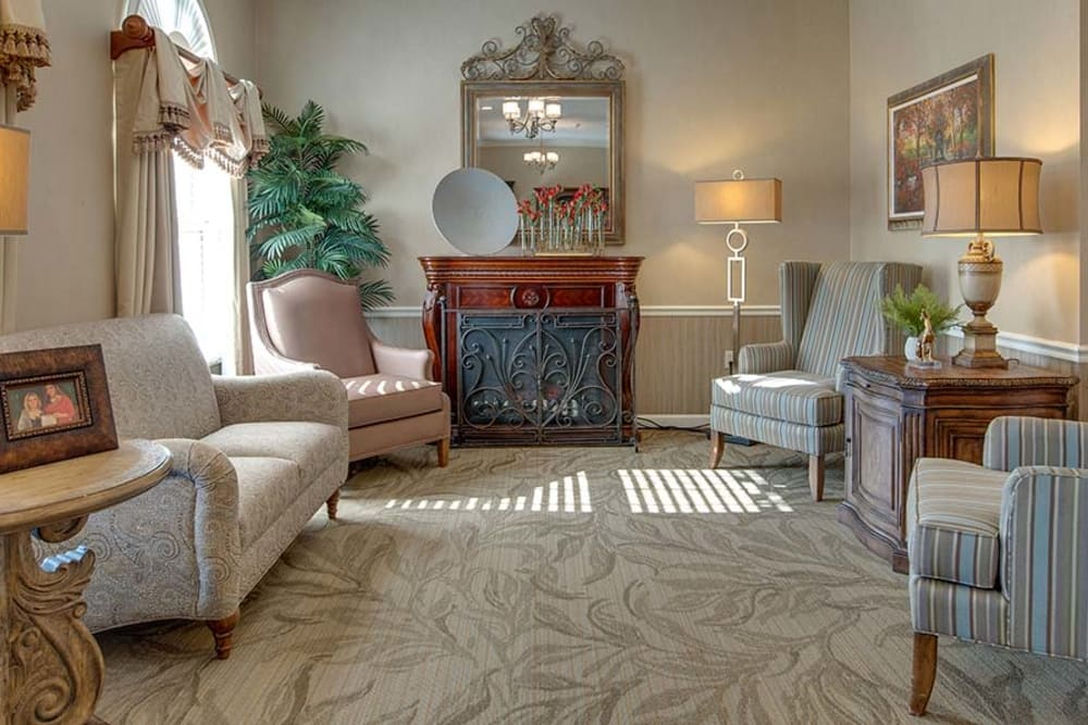 Reading lounge at Capetown Senior Living in Cape Girardeau, Missouri