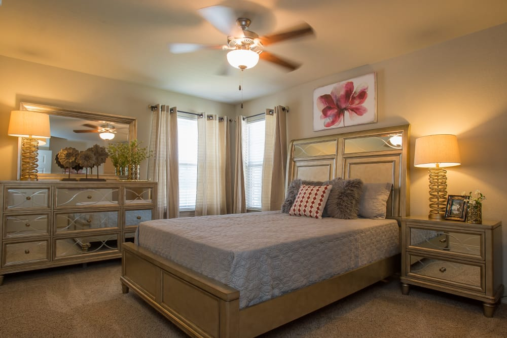 Carpeted bedroom at Tuscany Ranch in Waco, Texas