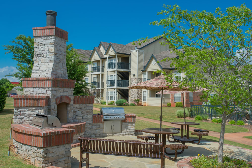 Outdoor patio area at Villas at Stonebridge in Edmond, Oklahoma