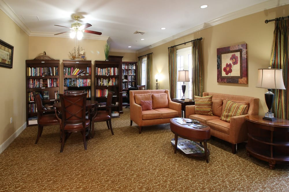 Library and reading area at Reunion Court of Kingwood in Kingwood, Texas