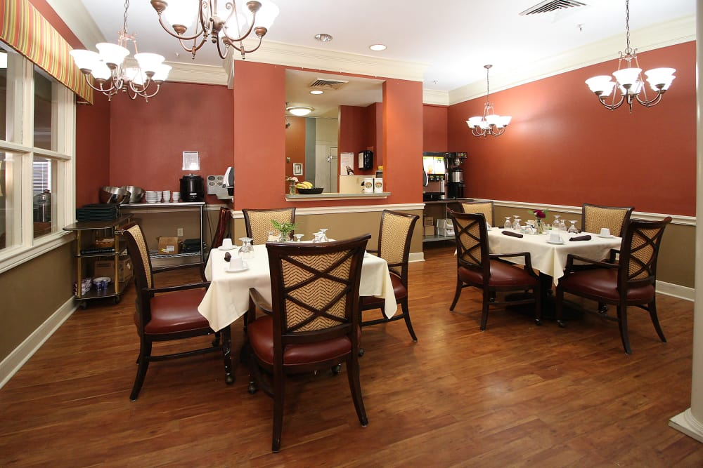 Well lit dining room at Reunion Court of Kingwood in Kingwood, Texas