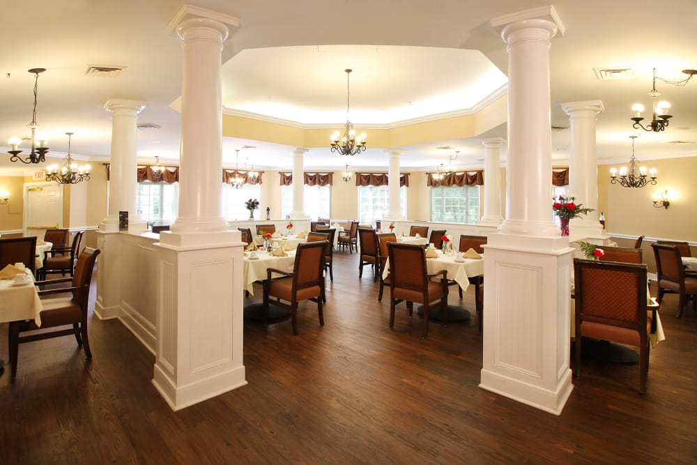 Dining room at Reunion Court of Kingwood in Kingwood, Texas
