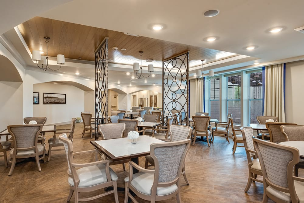 Memory Care Dining Room at Stonecrest of Louisville in Louisville