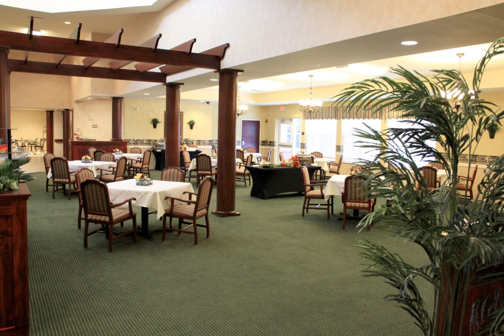 Dining room at The Villages at Oak Ridge in Washington, Indiana