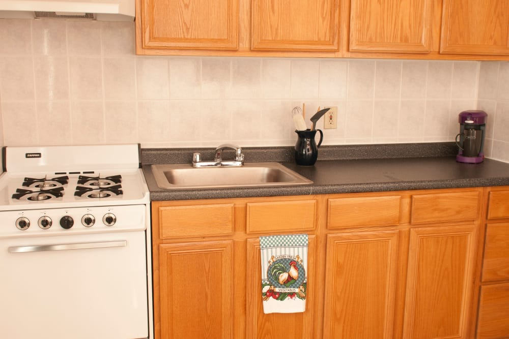 Beautiful kitchen at Oakmont Park Apartments in Scranton, Pennsylvania