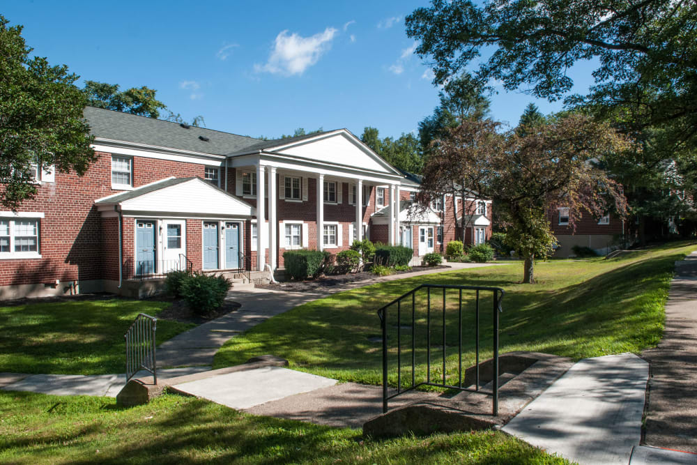 Beautiful apartment homes at Oakmont Park Apartments in Scranton, Pennsylvania