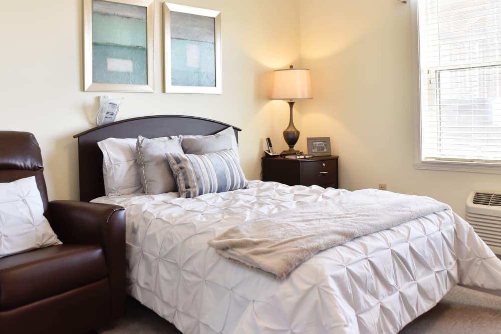 A beautifully decorated bedroom at The Willows at Harrodsburg in Harrodsburg, Kentucky