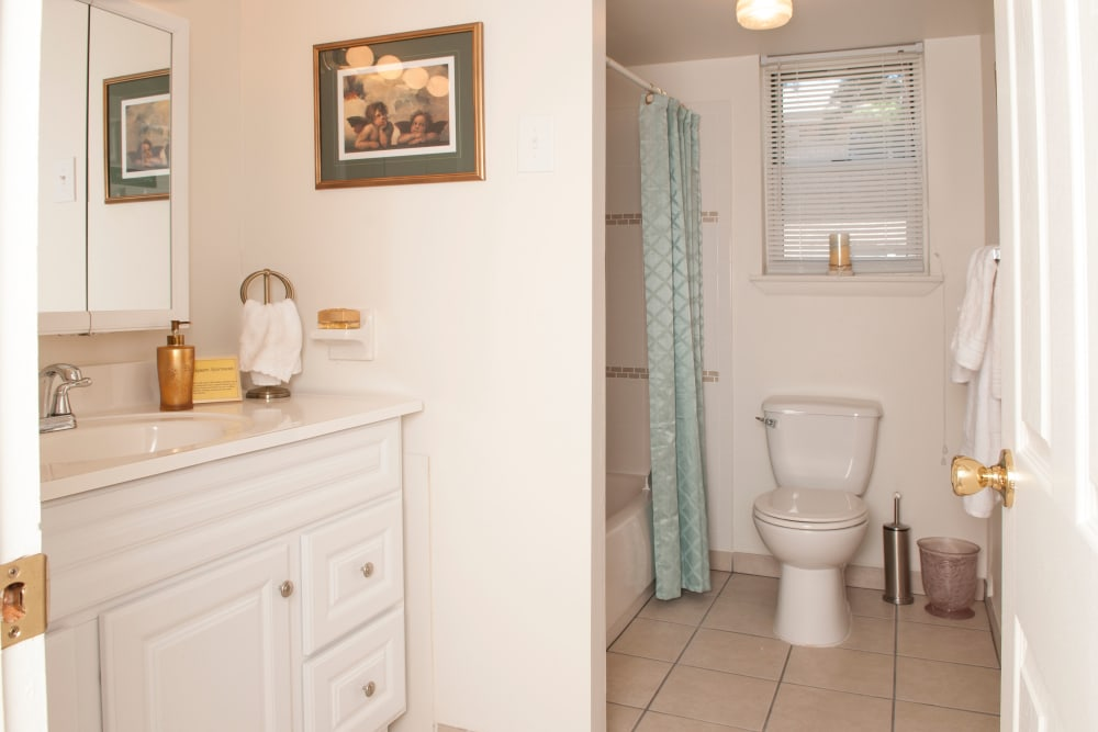 Model bathroom at Jamestown Square Apartments in Blackwood, New Jersey
