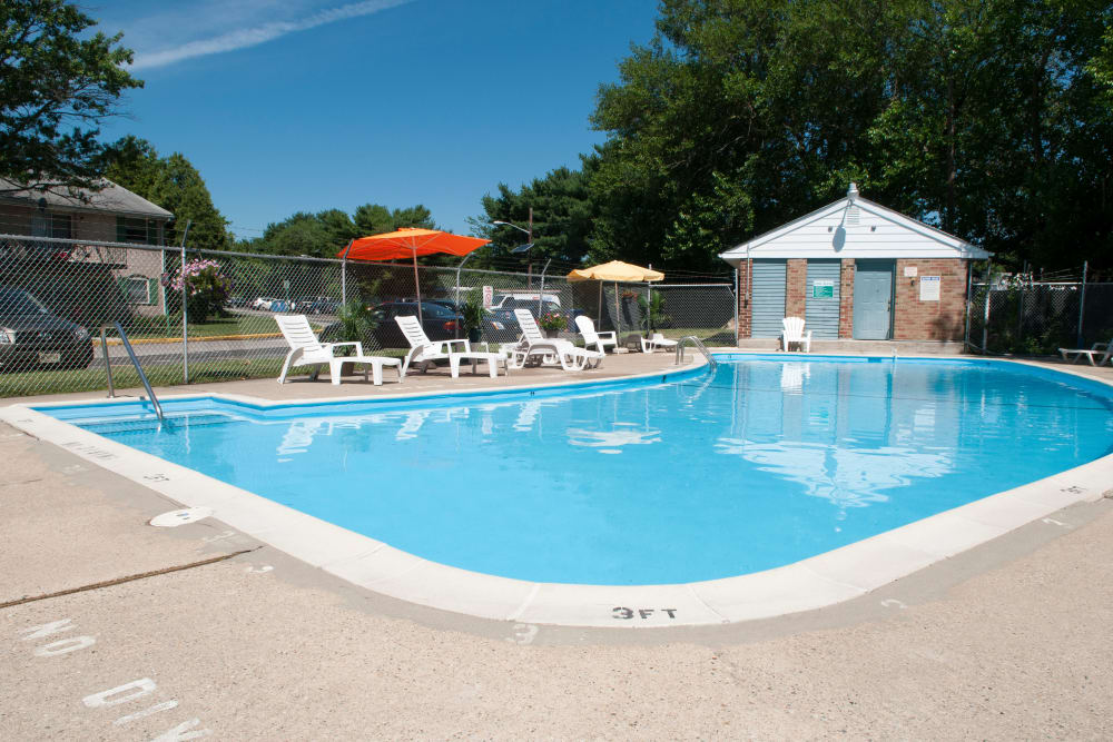 Jamestown Square Apartments offers a refreshing swimming pool in Blackwood, New Jersey