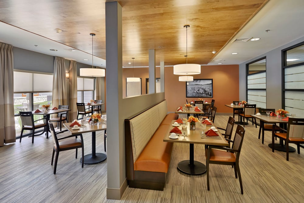 Community dining room for resindents at Wellbrooke of Westfield in Westfield, Indiana